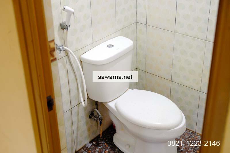 Kamar mandi bersih terawat homestay Sawarna