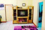 Elsa Homestay Sawarna - Ruang Tengah fasilitas TV