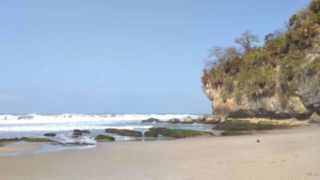 Pantai Gua Langir