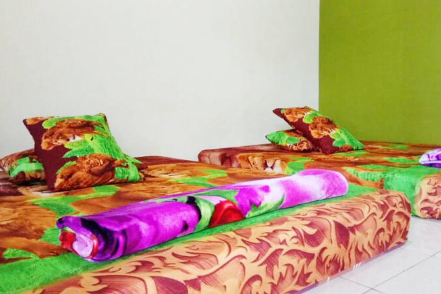 2 Tempat Tidur King Size Andrew Pasput Sawarna