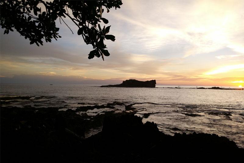 sunset pantai pulo manuk
